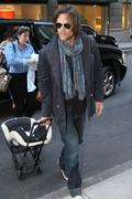 http://img207.imagevenue.com/loc143/th_866629447_Jared_Padalecki_arrives_with_family_NYC3_122_143lo.jpg