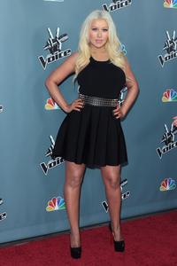 [Fotos+Videos] Christina Aguilera en la Premier de la 4ta Temporada de The Voice 2013 - Página 4 Th_985938191_Christina_Aguilera_45_122_220lo