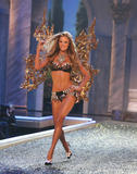 th_07326_fashiongallery_VSShow08_Show-137_122_389lo.jpg