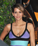 th_66468_Halle_Berry_The_Soloist_premiere_in_Los_Angeles_86_122_392lo.jpg