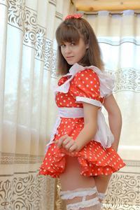 http://img207.imagevenue.com/loc425/th_105075969_tduid300163_Silver_Sandrinya_maid_1_051_122_425lo.JPG
