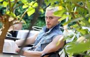 http://img207.imagevenue.com/loc550/th_36865_Jared_Leto_Unknown_shoot2_122_550lo.jpg