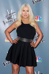 [Fotos+Videos] Christina Aguilera en la Premier de la 4ta Temporada de The Voice 2013 - Página 4 Th_985899158_Christina_Aguilera_38_122_564lo