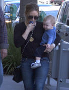 http://img207.imagevenue.com/loc592/th_626865456_Hilary_Duff_out_for_lunch_Beverly_Hills10_122_592lo.jpg
