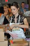 Кимберли Уильямс-Пэйсли, фото 9. Kimberly Williams-Paisley Kicks Off Feeding America's Hunger Action Month in Nashville, Tennessee - Sept 1, 2010, photo 9